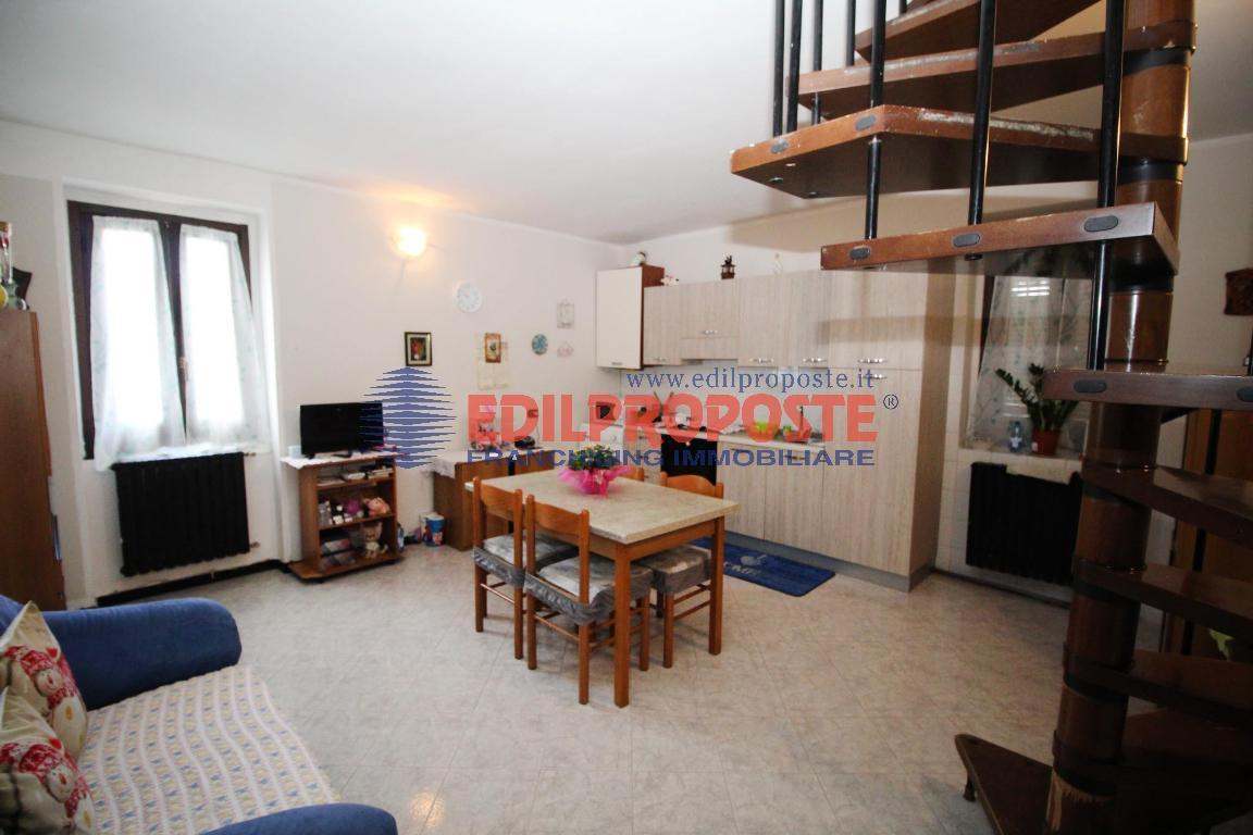 Vendita Trilocale Appartamento Lazzate via Libertà  214879