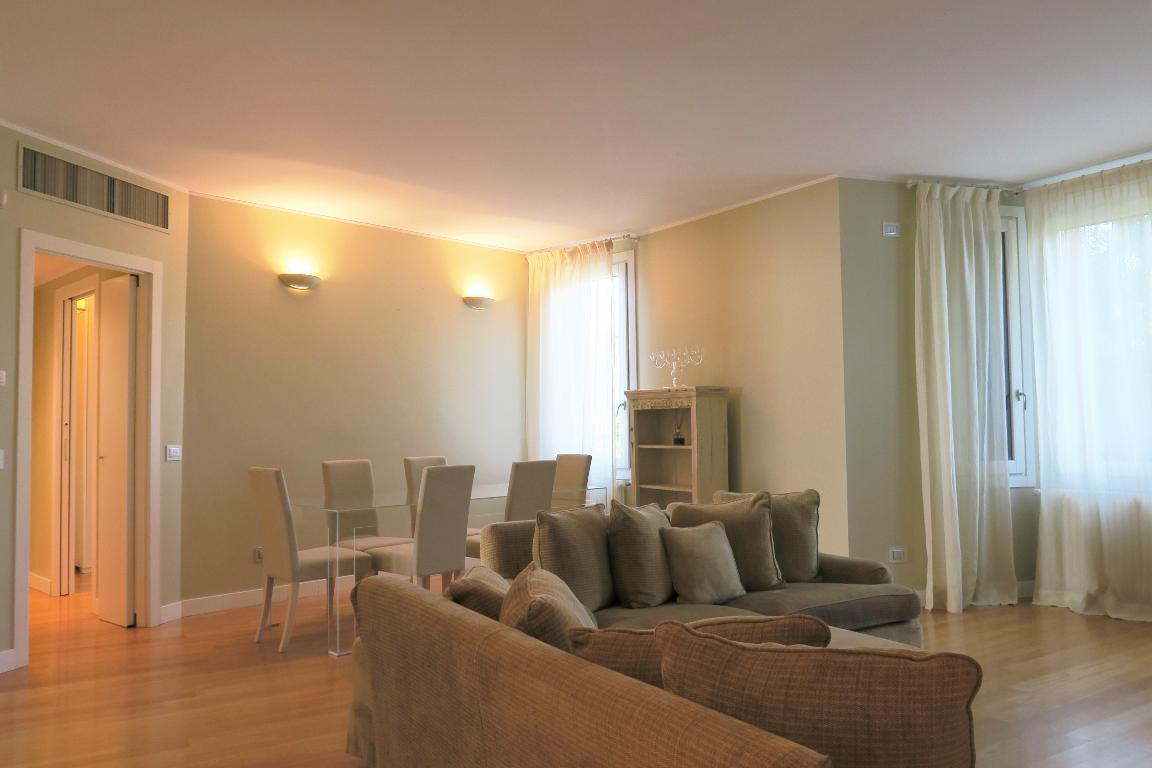 Appartamento in Affitto a Milano: 4 locali, 145 mq