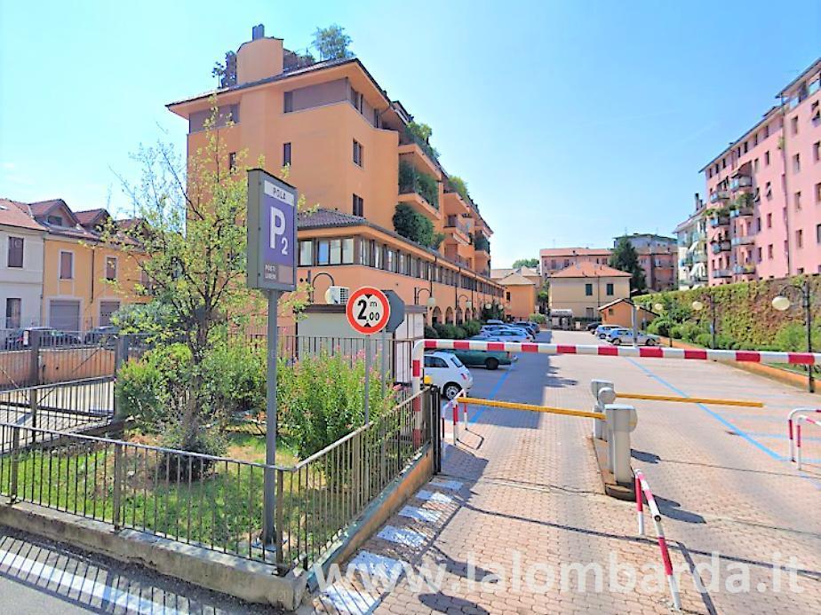 Negozio-locale in Vendita a Saronno: 3 locali, 100 mq