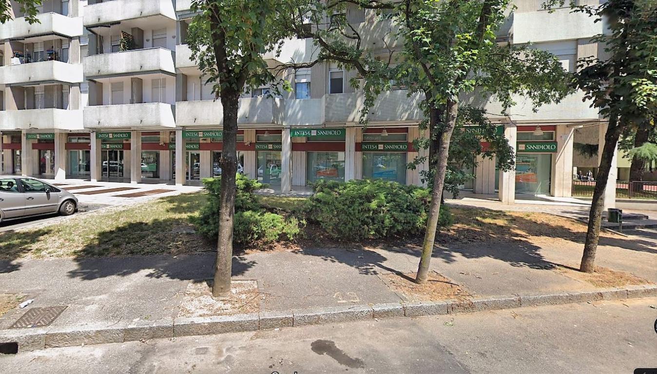 Negozio-locale in Vendita a Cologno Monzese: 5 locali, 380 mq