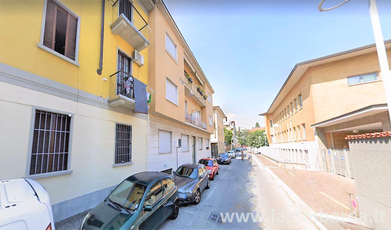 Magazzino in Vendita a Seregno: 2 locali, 78 mq