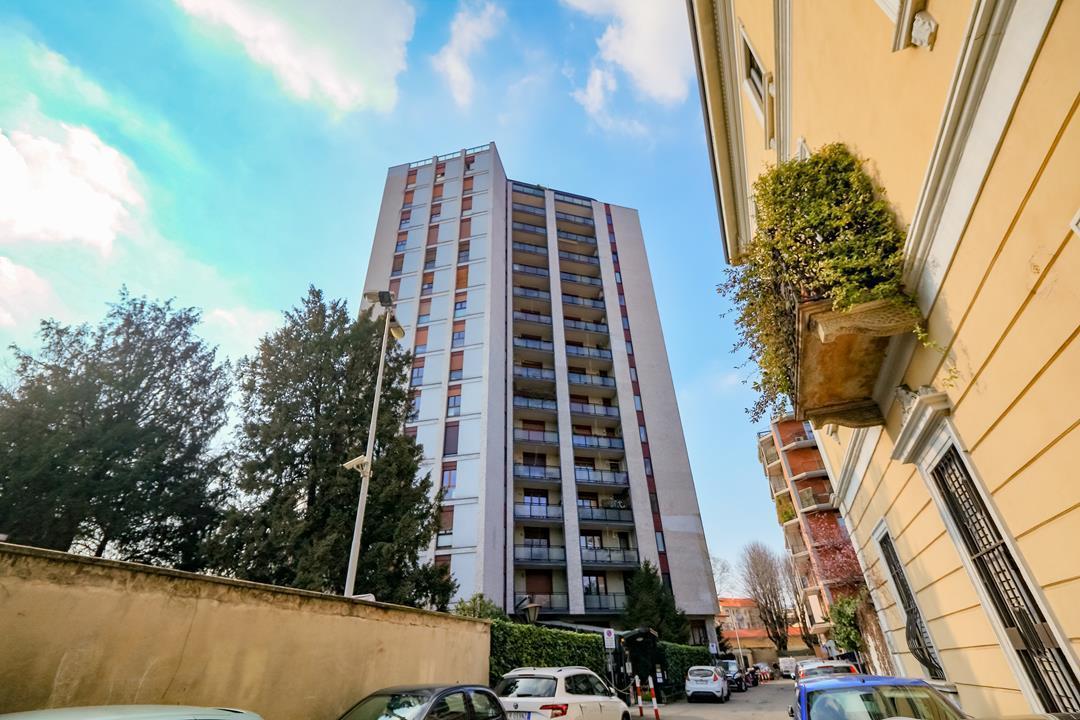 Ufficio-studio in Vendita a Monza: 5 locali, 172 mq