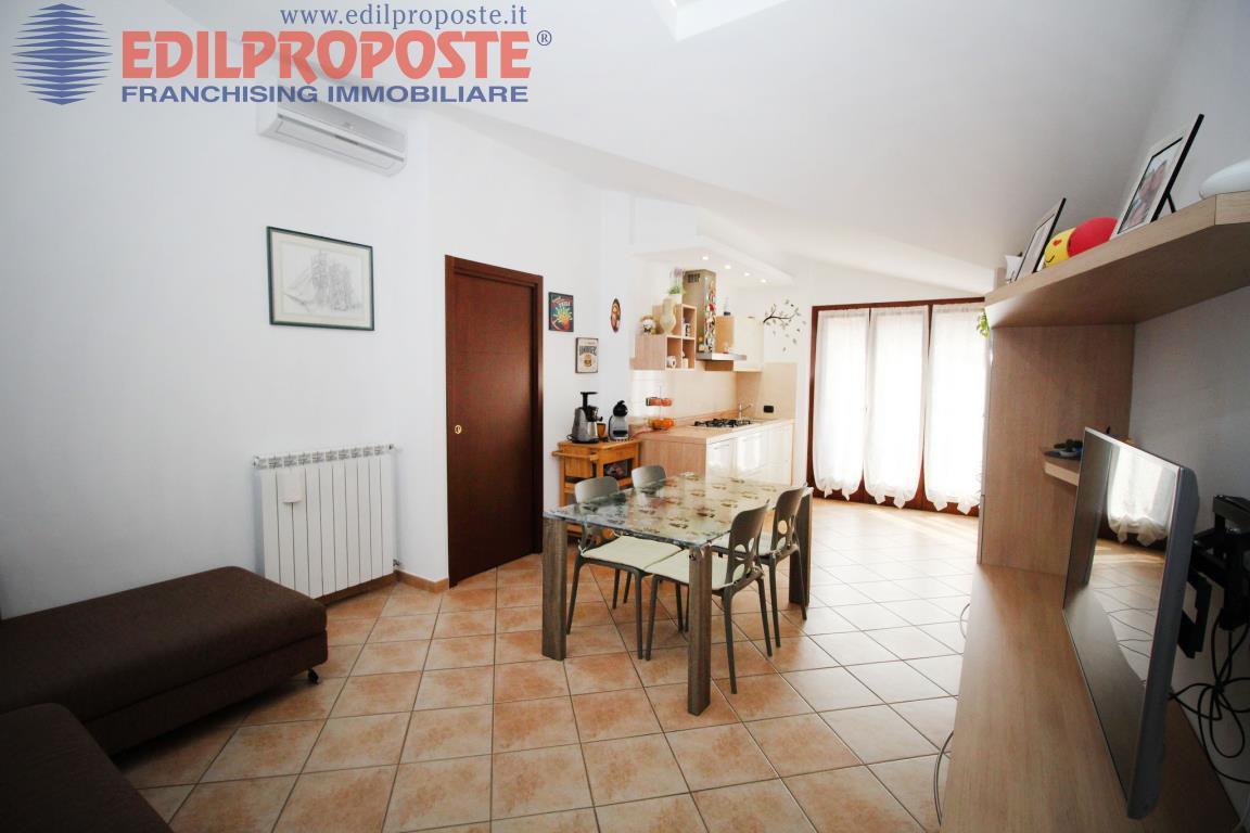 Vendita Quadrilocale Appartamento Lazzate Via Torino  199531