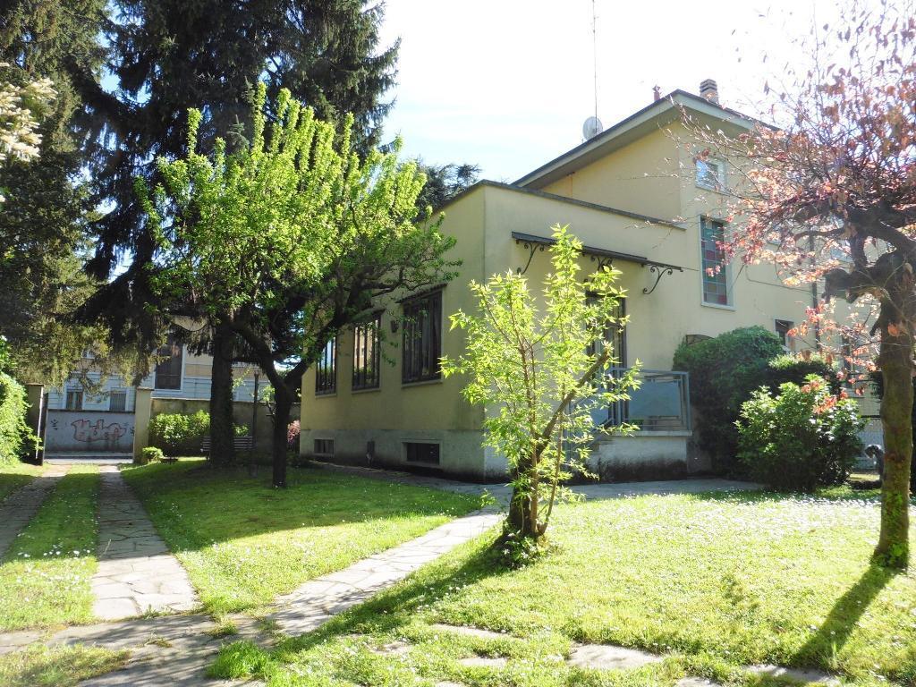 Villa in Vendita a Monza: 5 locali, 406 mq
