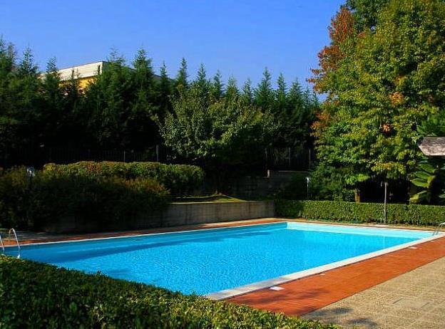 Appartamento in Vendita a Lesmo: 5 locali, 260 mq
