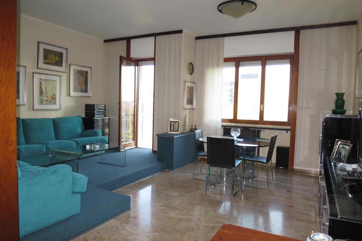 Appartamento in Vendita a Milano 30 Niguarda / Bovisasca / Testi / Bruzzano / Affori / Comasina: 4 locali, 130 mq