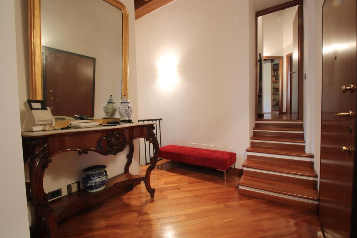 Appartamento in Vendita a Como: 4 locali, 272 mq - Foto 1