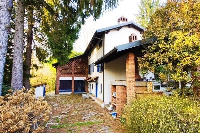 Villa in Vendita a Tradate: 5 locali, 300 mq