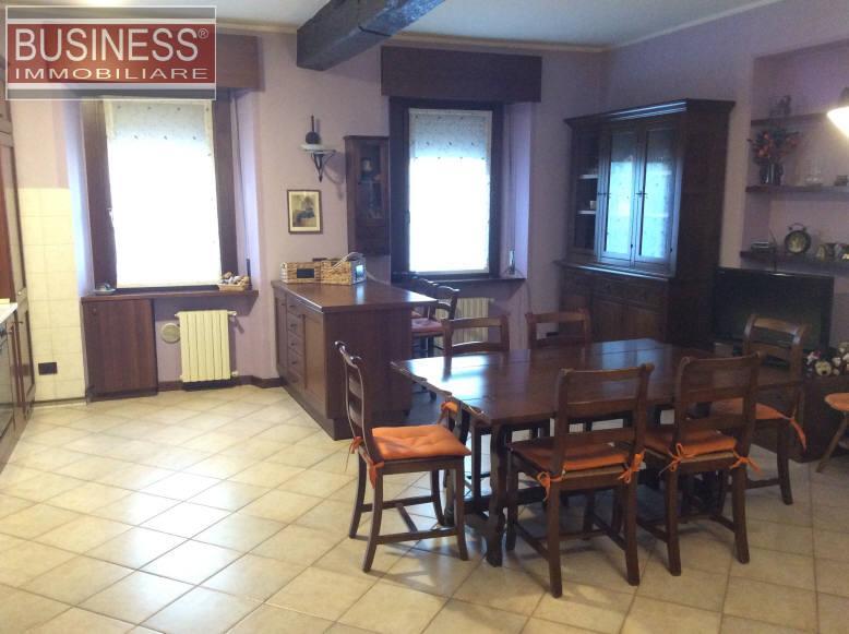 Appartamento in Vendita a Rho: 4 locali, 130 mq