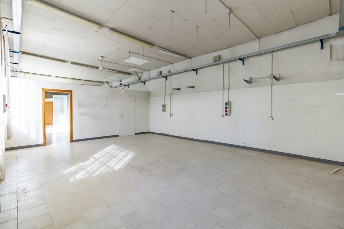 Laboratorio in Affitto a Monza: 143 mq
