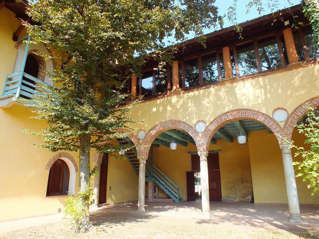 Villa in Vendita a Mornago: 5 locali, 780 mq