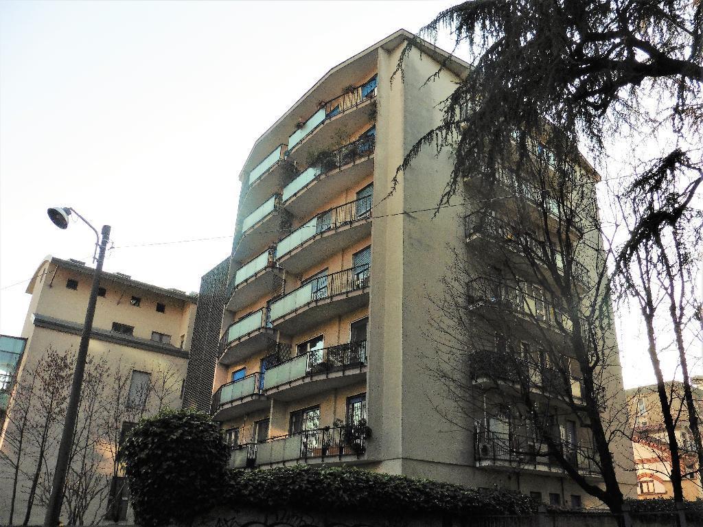 Appartamento in Vendita a Monza: 2 locali, 94 mq