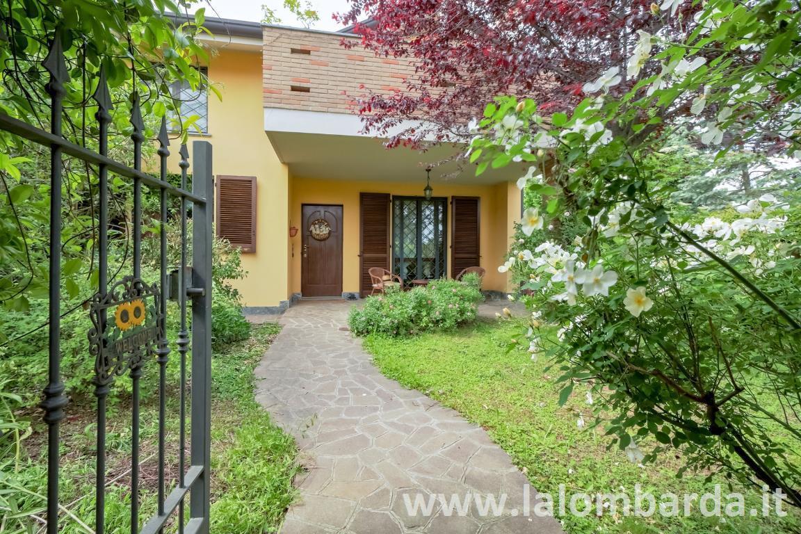 Villa in Vendita a Albiate: 5 locali, 210 mq