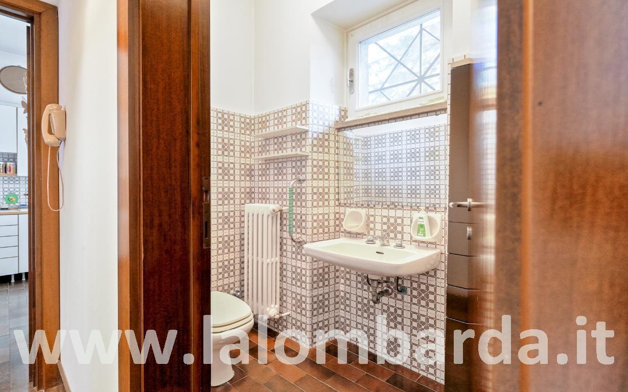 Villa in Vendita a Monza: 5 locali, 280 mq