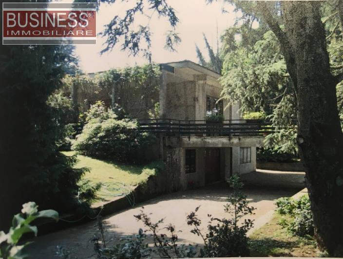 Villa in Vendita a Mozzate: 5 locali, 450 mq