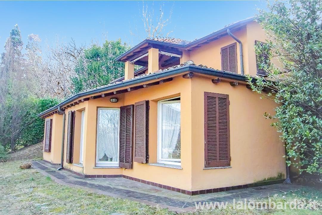 Villa in Vendita a Bosisio Parini: 5 locali, 180 mq