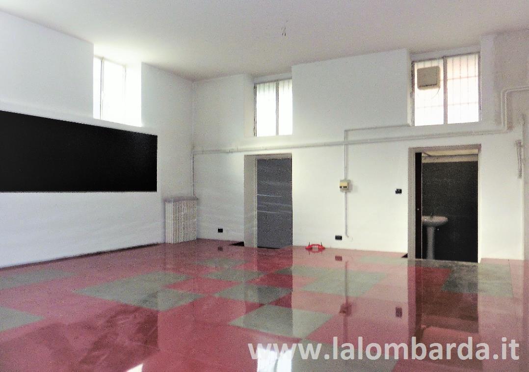 Ufficio-studio in Affitto a Monza: 3 locali, 210 mq