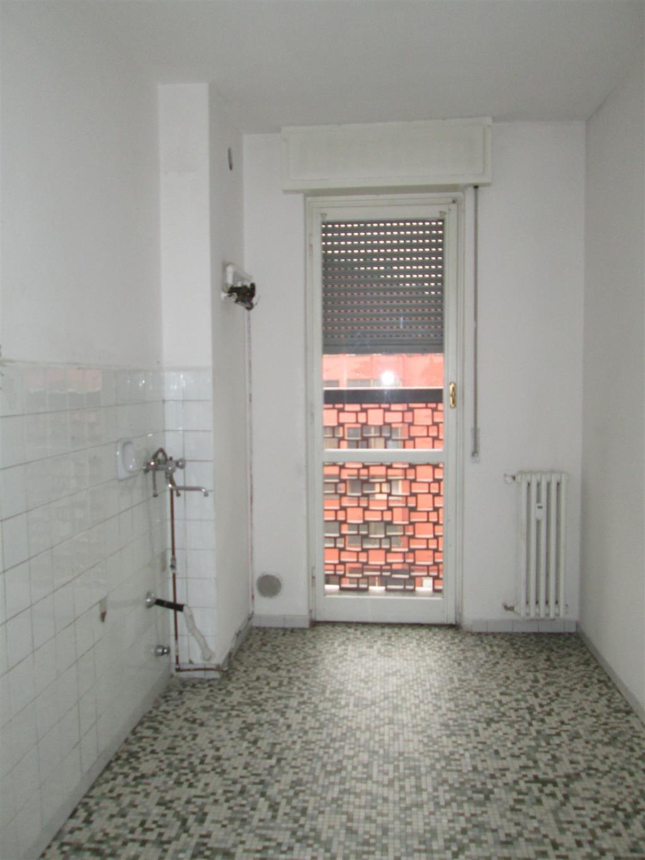 Appartamento in Affitto a Cesano Boscone: 4 locali, 117 mq