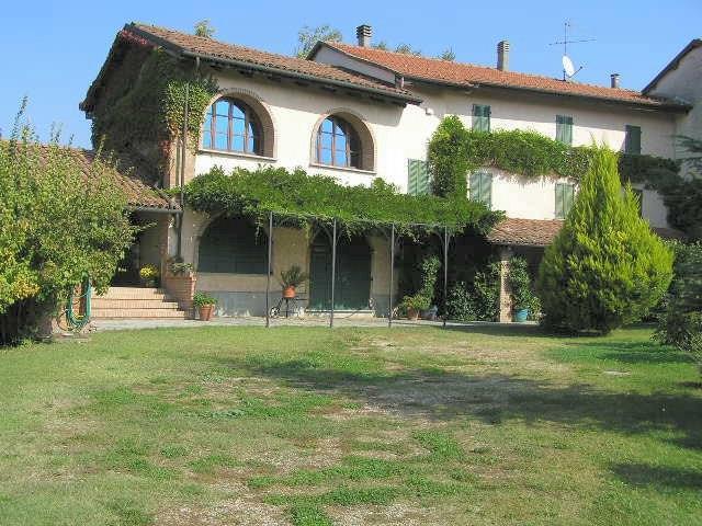 Villa in Vendita a Nizza Monferrato: 5 locali, 390 mq