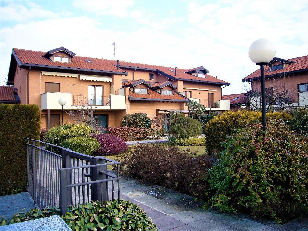 Appartamento in Vendita a Arcore: 3 locali, 101 mq