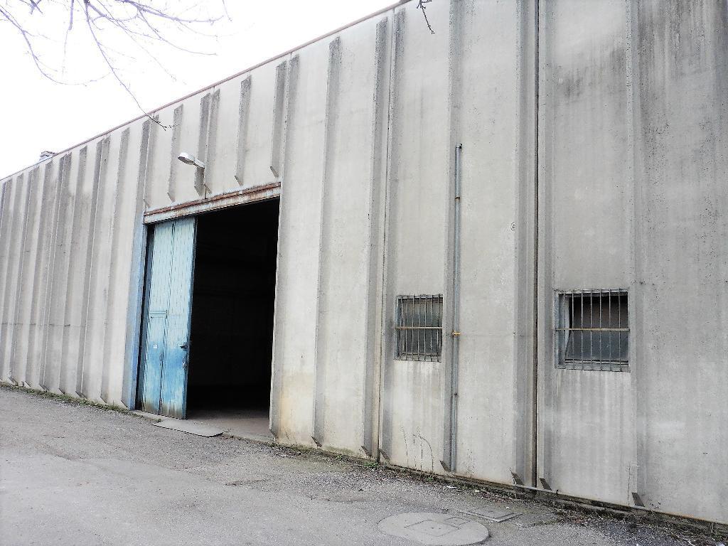 Capannone in Vendita a Biassono: 1 locali, 323 mq
