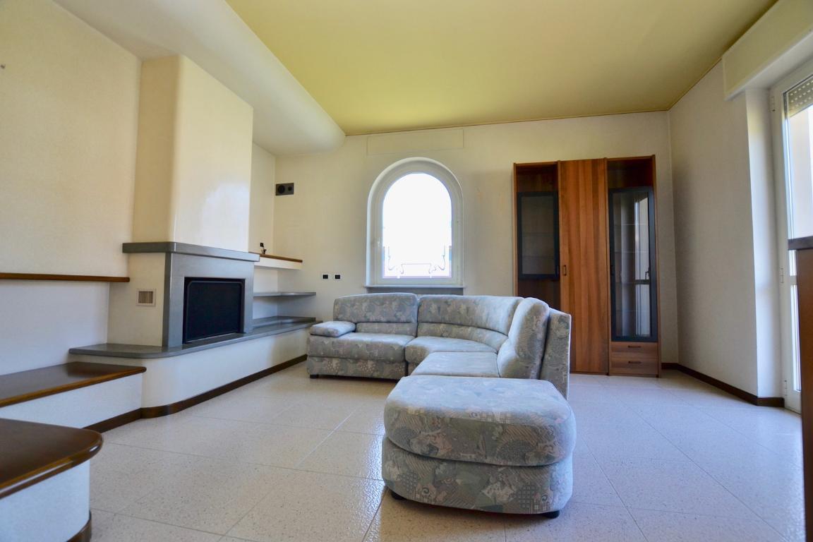 Appartamento in vendita a Pontida, 4 locali, prezzo € 185.000   CambioCasa.it