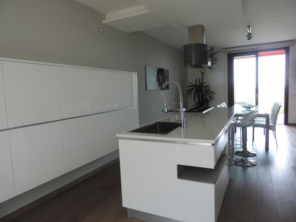 Appartamento in vendita a Villa d'Adda, 3 locali, prezzo € 298.000 | Cambio Casa.it
