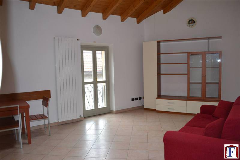 Appartamento in affitto a Brivio, 2 locali, zona Località: Centro, prezzo € 430 | Cambio Casa.it