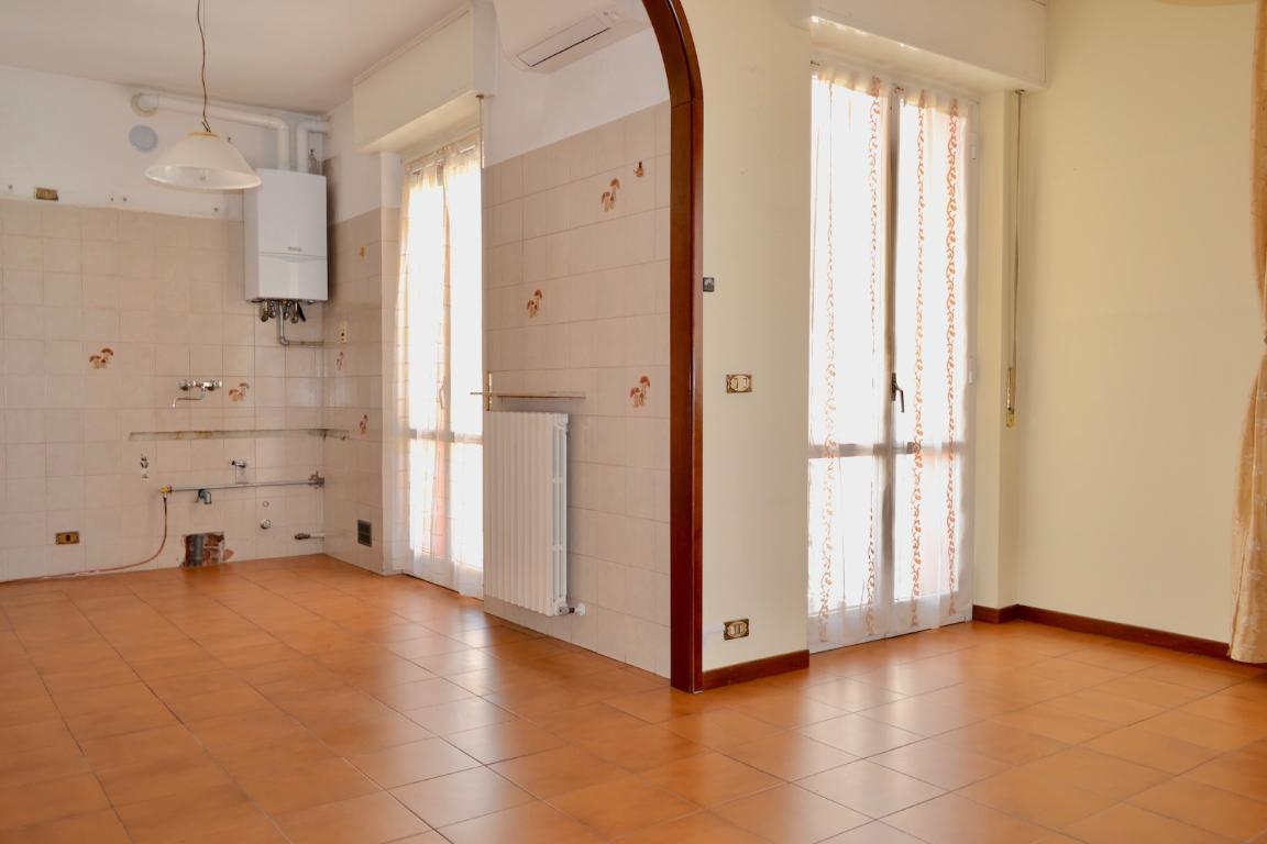 Appartamento in vendita a Calolziocorte, 3 locali, zona Zona: Sala, prezzo € 108.000   Cambio Casa.it