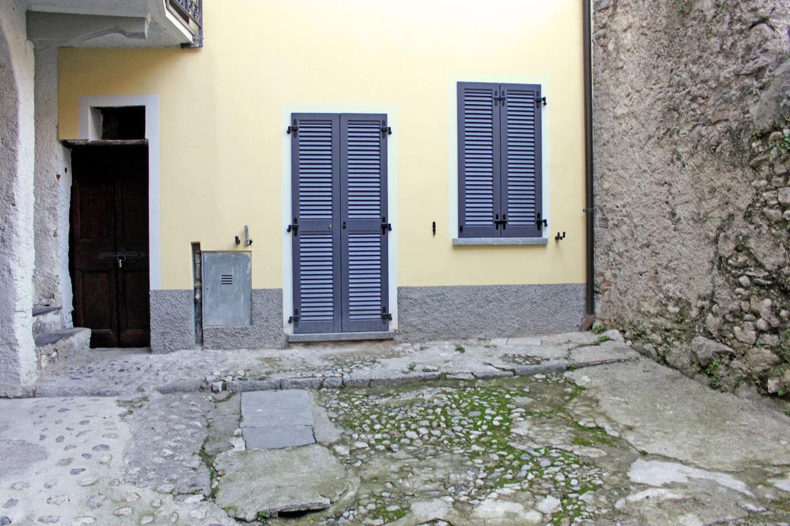 Bilocale Mandello del Lario Via Montello 21 8