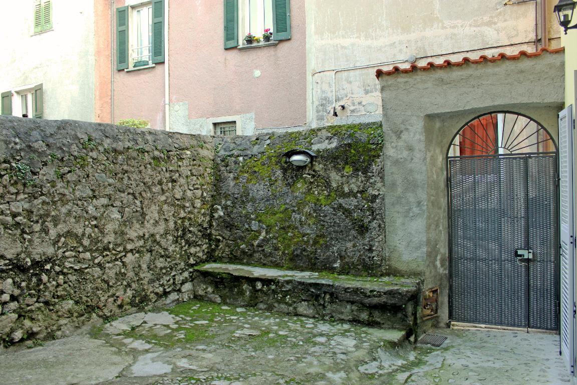 Bilocale Mandello del Lario Via Montello 21 7