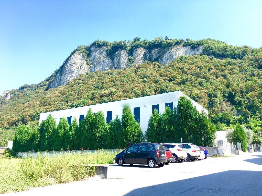 Capannone in vendita a Monte Marenzo, 1 locali, Trattative riservate | Cambio Casa.it