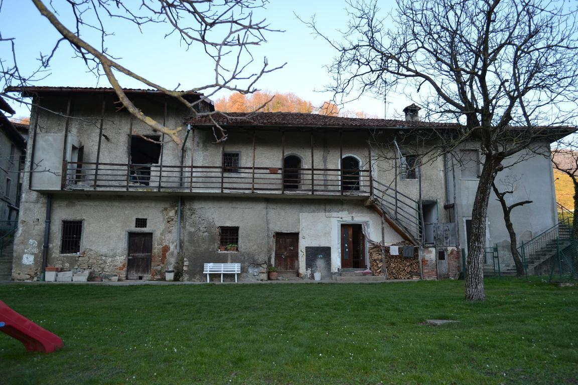 Rustico / Casale in vendita a Cisano Bergamasco, 4 locali, zona Località: pomino, prezzo € 140.000 | Cambio Casa.it