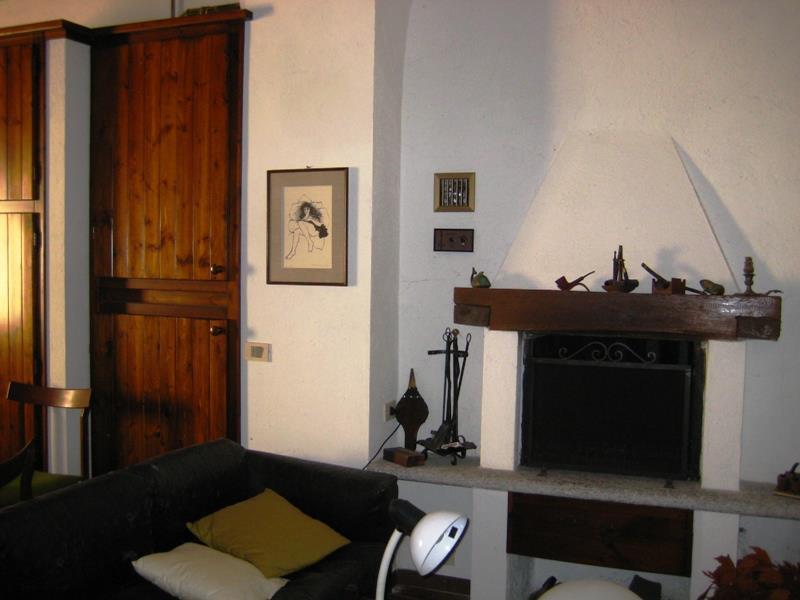 Bilocale Ramponio Verna Via Cavour 1 5