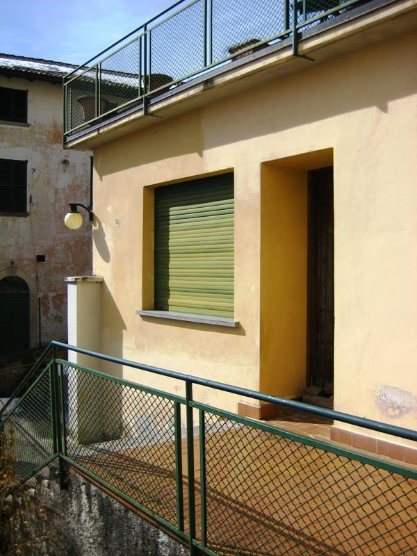 Bilocale Ramponio Verna Via Cavour 1 6