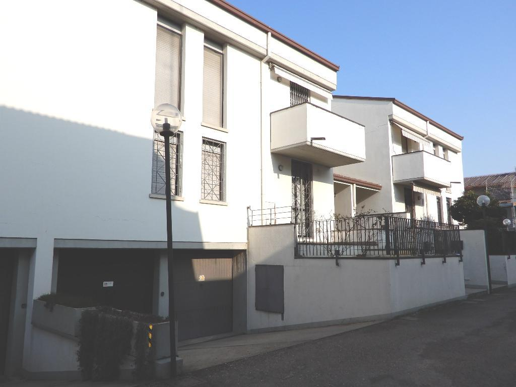 villa affiancata - schiera imola vendita   viale francesco d