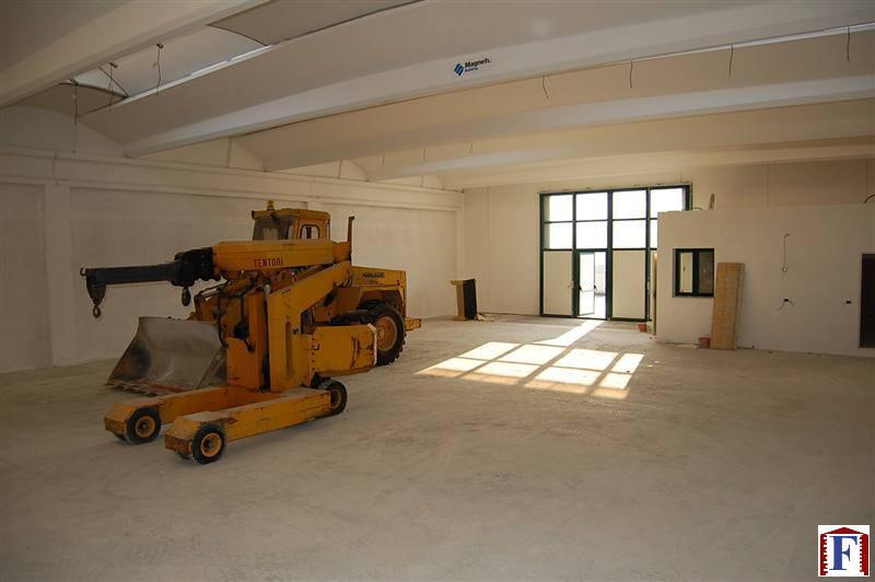 Capannone in affitto a Calolziocorte, 1 locali, zona Località: Centro, prezzo € 1.458 | Cambio Casa.it