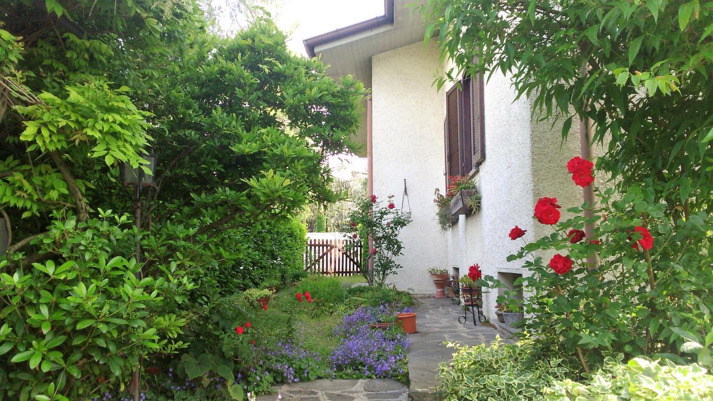 Villa in vendita a Besana in Brianza, 8 locali, prezzo € 350.000 | CambioCasa.it