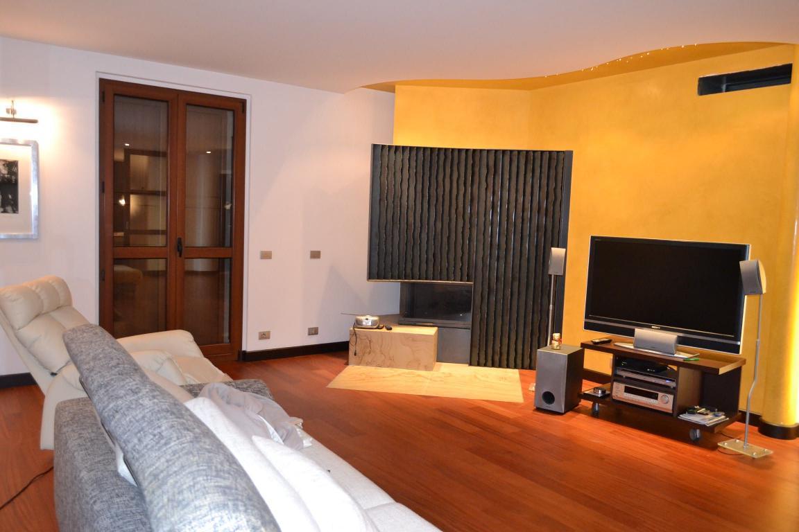 Villa in vendita a Caprino Bergamasco, 7 locali, Trattative riservate | Cambio Casa.it