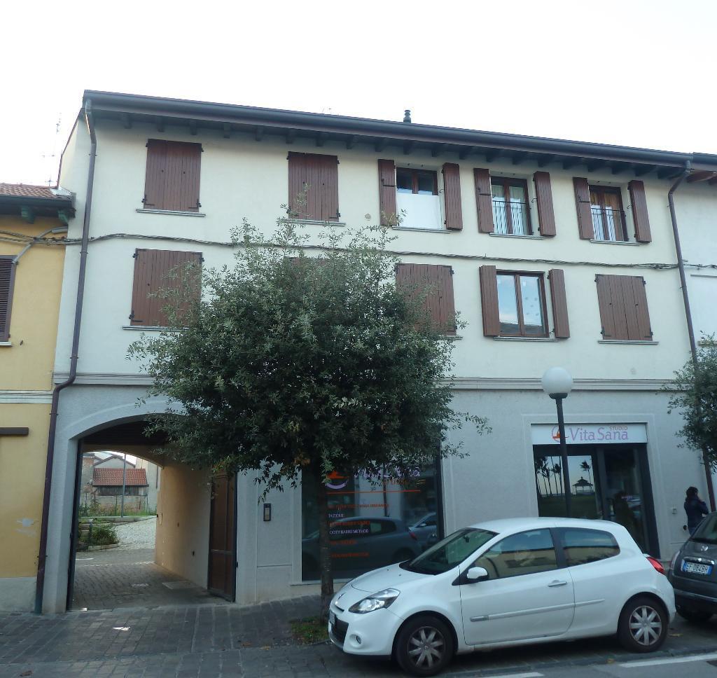 Appartamento in vendita a Biassono, 1 locali, zona Località: CENTRO, prezzo € 110.000 | Cambio Casa.it