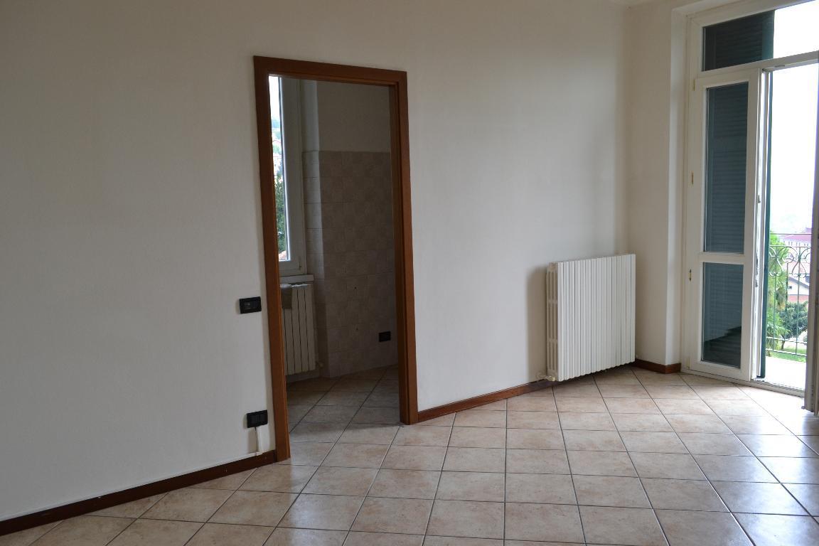 Appartamento in affitto a Calolziocorte, 3 locali, zona Località: centrale, prezzo € 450 | Cambio Casa.it