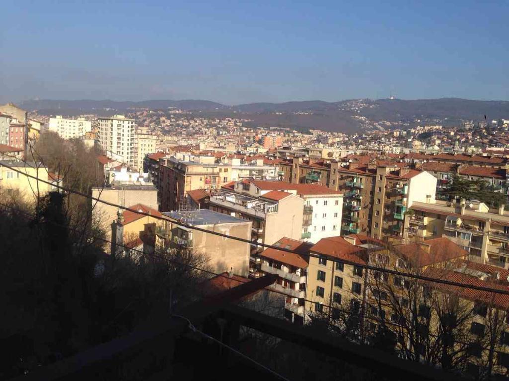 Bilocale Trieste Via Del Veltro 15 1