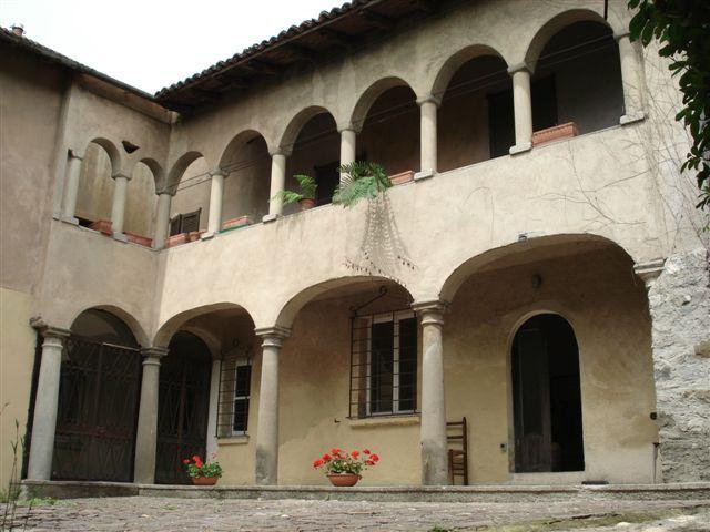 Rustico / Casale in vendita a Caprino Bergamasco, 7 locali, zona Località: Brema, Trattative riservate | CambioCasa.it
