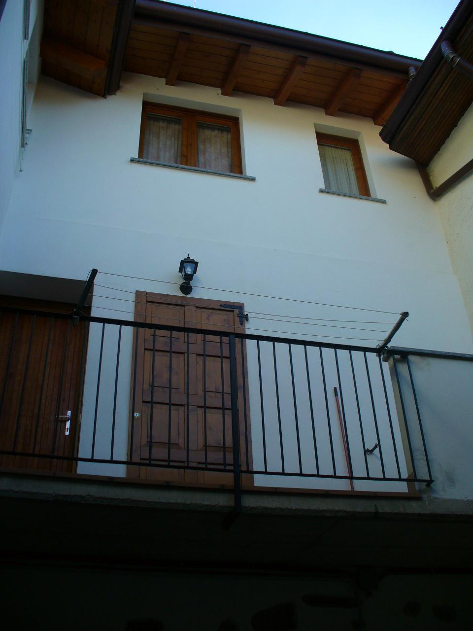 Appartamento in affitto a Barzio, 2 locali, zona Località: centro, prezzo € 250 | CambioCasa.it