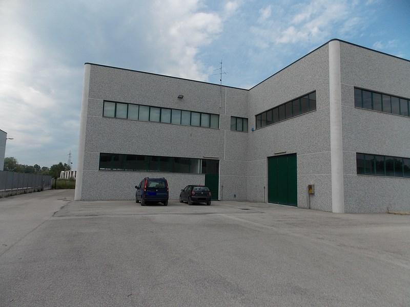 Vendesi/Affittasi ampio capannone industriale a Campli (TE)