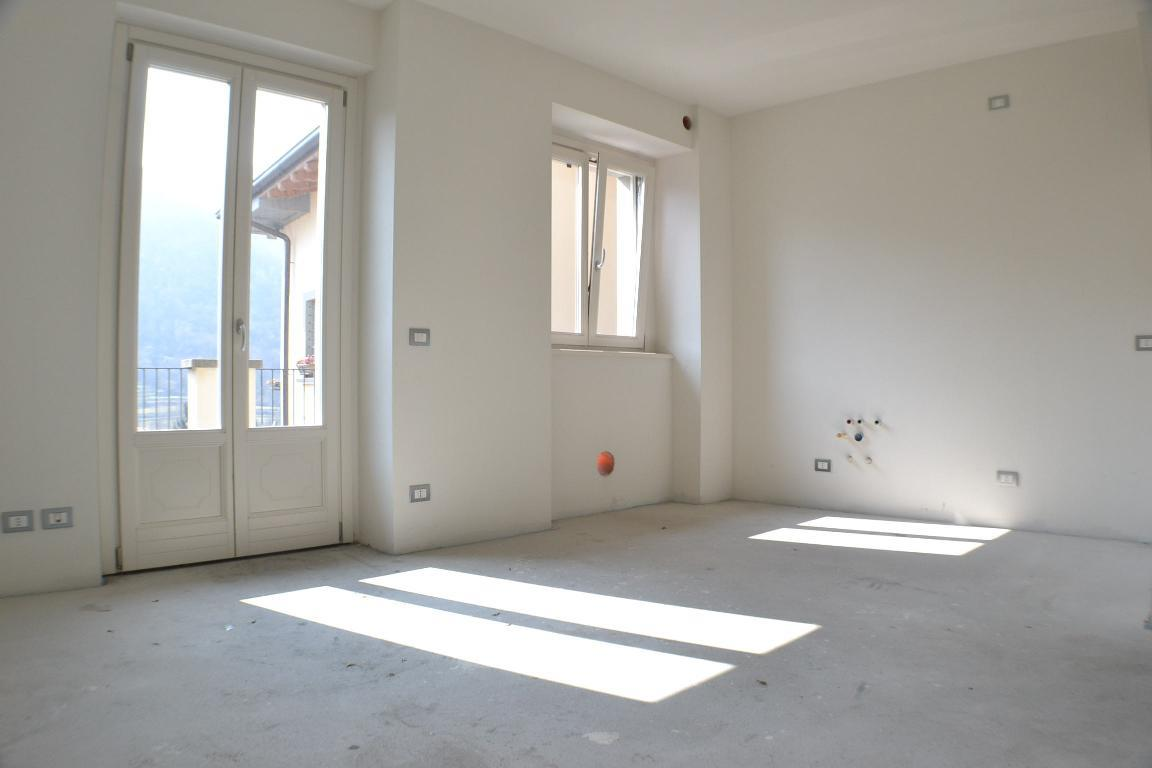 Appartamento in vendita a Pontida, 3 locali, zona Località: centro, prezzo € 135.000 | Cambio Casa.it