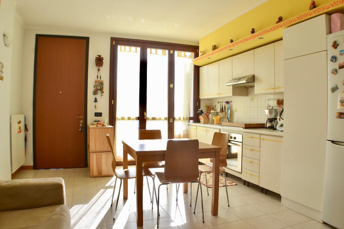 Appartamento in vendita a Caprino Bergamasco, 2 locali, zona Località: centrale, prezzo € 89.000 | CambioCasa.it