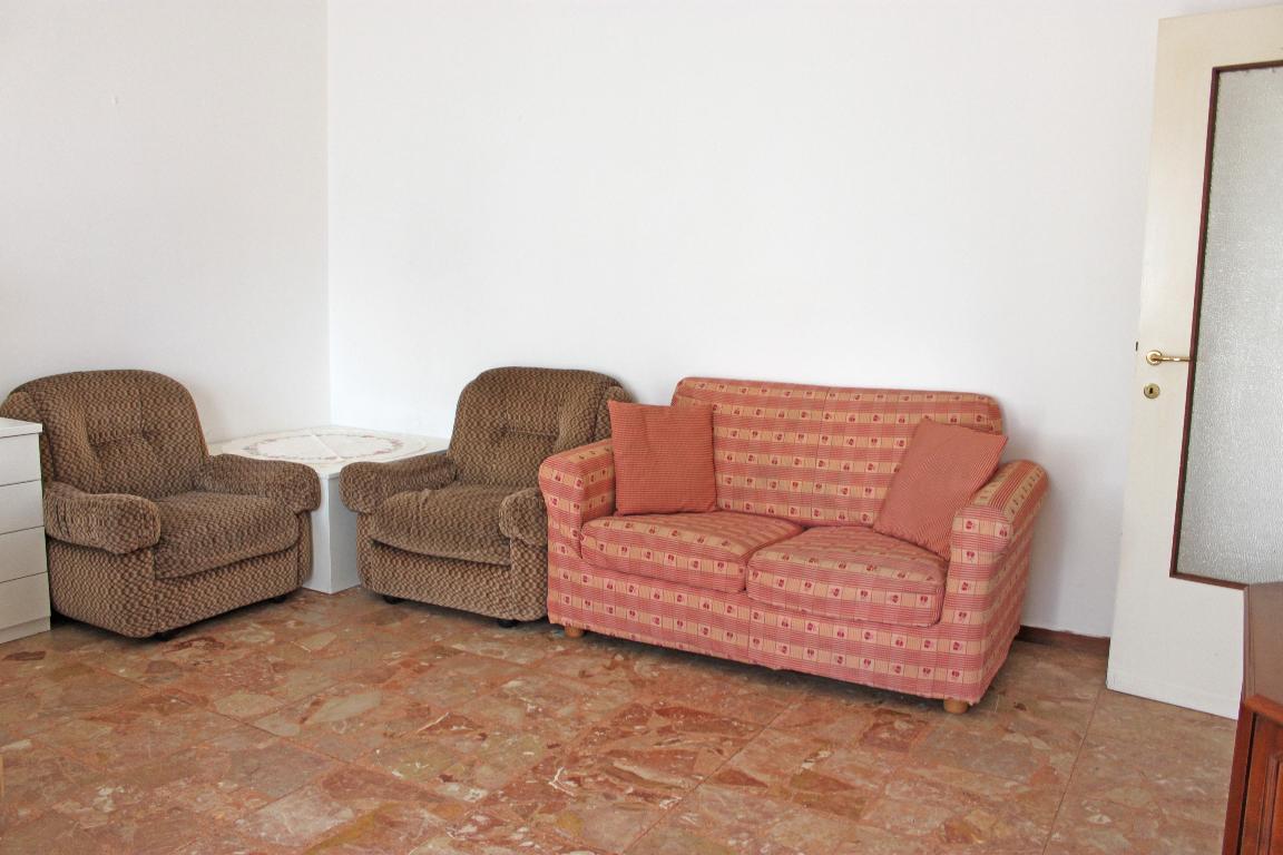 Bilocale Mandello del Lario Via Oliveti 3