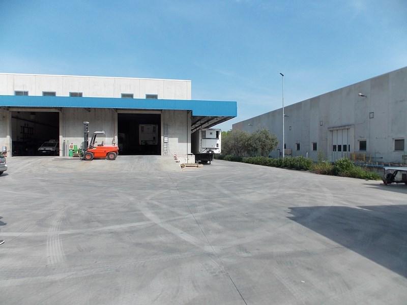 Vendesi capannone commerciale a Colonnella (TE)