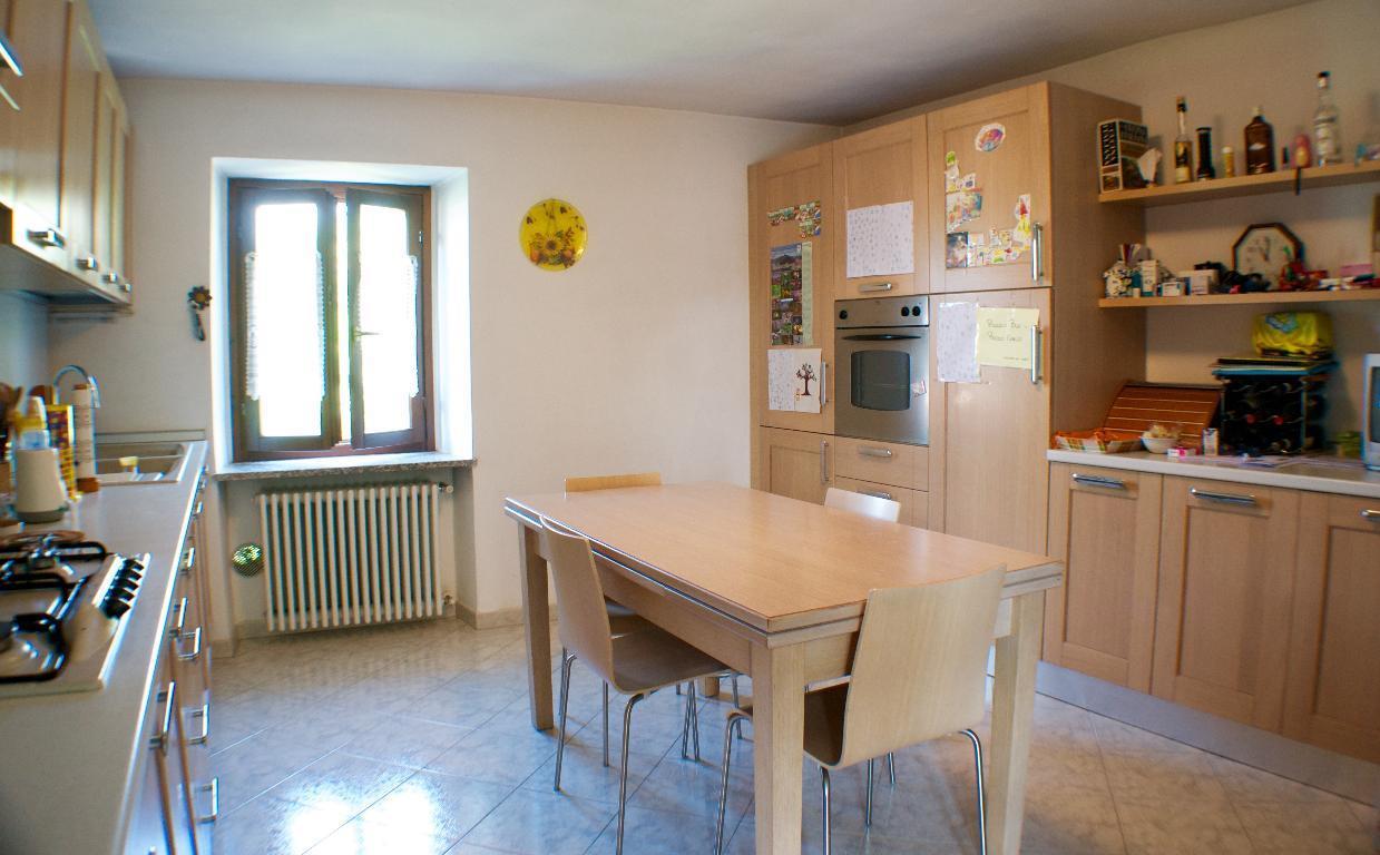 Appartamento in vendita a Calolziocorte, 3 locali, prezzo € 110.000 | CambioCasa.it